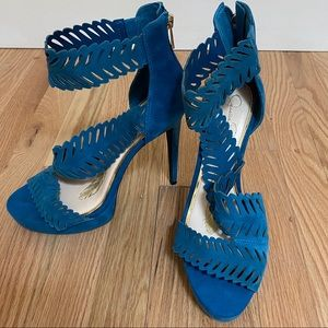 Perfect Blue Feather Strap Pumps